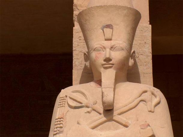 Estatua de Hatshepsut en su templo en Deir el-Bahri. (sootra / Adobe Stock)