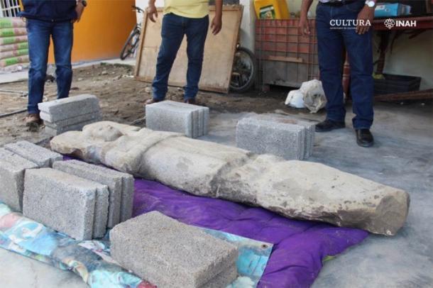 Los productores de cítricos luego alertaron a las autoridades de su descubrimiento. Los expertos ahora están tratando de averiguar quién o qué representa la estatua de la mujer mesoamericana. (María Eugenia Maldonado Vite / INAH)
