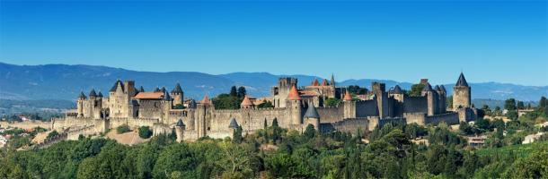 Complejo del castillo medieval (fortaleza de Carcasona) en Francia. (Stock de ThomasLENNE / Adobe)