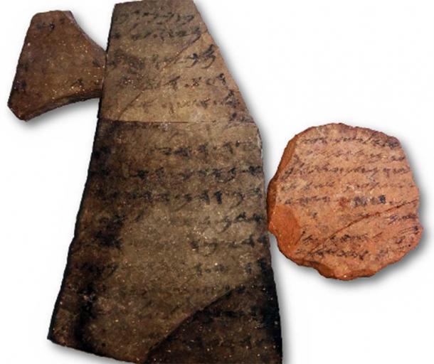 Izquierda: Óstracon 40 (9,5x14,6 cm), derecha: Óstracon 3 (6,0x5,9 cm). El mal estado de conservación, que incluye manchas, grietas y texto borroso, es evidente. Los tiestos de arcilla son significativamente diferentes en forma, tamaño, tipo de arcilla y en su letra. (Imagen cortesía de Yana Gerber y la Autoridad de Antigüedades de Israel © 2020 Shaus et al. / CC BY 4.0)