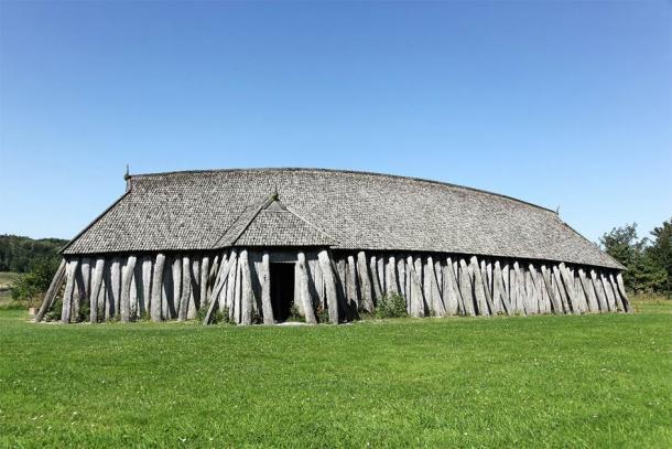El diseño y la estructura del antiguo templo vikingo recién descubierto en Noruega era bastante diferente de una casa comunal vikinga típica, como esta en Dinamarca. (Ricochet64 / Adobe Stock)