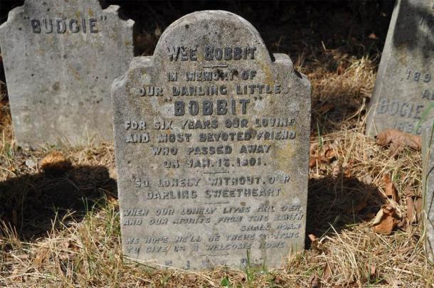 Lápida de Bobbit. (Fotografía de Eric Tourigny, tomada con permiso de The Royal Parks)