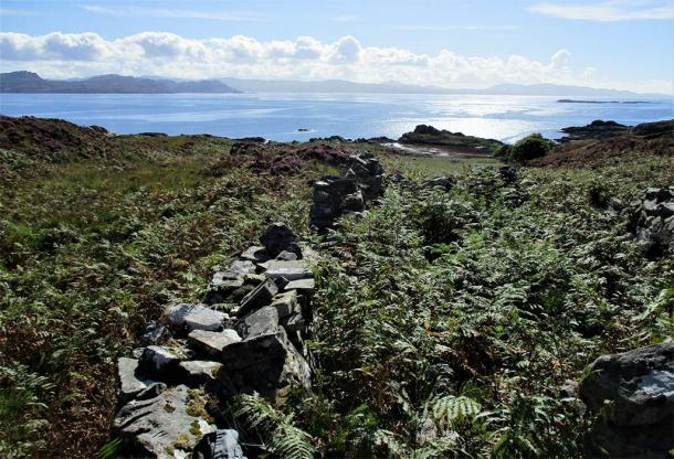 El equipo hizo el descubrimiento del alijo de suministros jacobita cerca de las costas de Loch nan Uamh en Escocia. (Paul Macdonald / Conflictos de intereses)