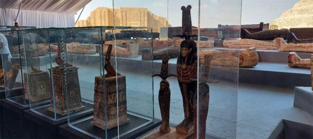 Estatuas funerarias y sarcófagos de la necrópolis de Saqqara. (Youm7)
