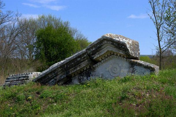 Las ruinas de la antigua ciudad romana Nicopolis ad Istrum donde se encontró la estela de inscripción romana. (crimip / Adobe Stock)