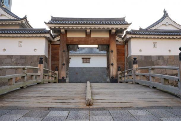 La impresionante puerta este del castillo de Sunpu, al suroeste de Tokio, Japón. (Monado / CC BY-SA 2.5)