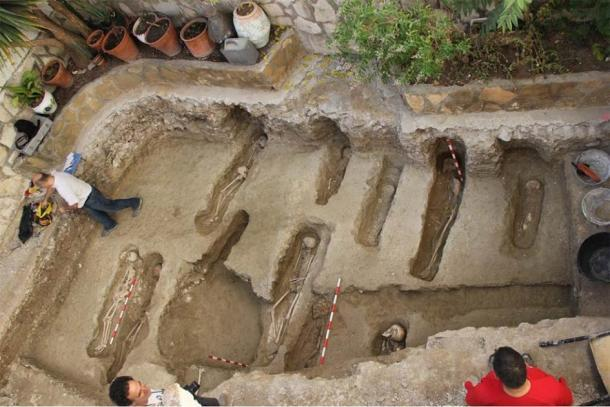 Otras antiguas tumbas musulmanas se habían descubierto en Tauste antes de los 400 entierros. (Asociación Cultural El Patiaz)