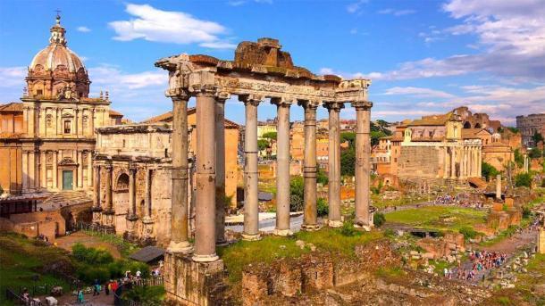 Parte del Foro Romano. (dragomirescu / Adobe Stock) La pieza de mármol puede haber sido tomada de este sitio.