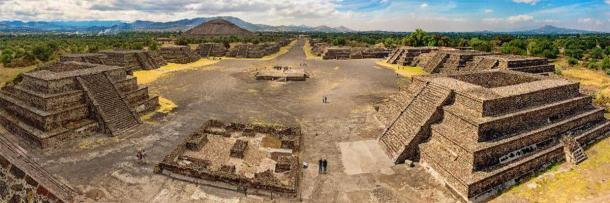 Pirámide del Sol y Avenida de los Muertos en Teotihuacán. (Byelikova Oksana / Adobe Stock)