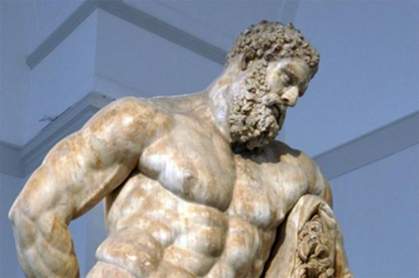 """Una de las representaciones más famosas de Heracles, el héroe griego del que algunos dicen que el """"Boxer en reposo"""" sigue el modelo. (DIEGO73 / CC BY-SA 2.0)"""