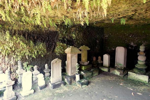 Dentro de una de las grutas de la cueva del templo Kaizo-ji (Daderot / CC0)