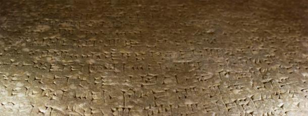 Escritura cuneiforme en la parte posterior de un Lamassu (CC BY-SA 3.0)