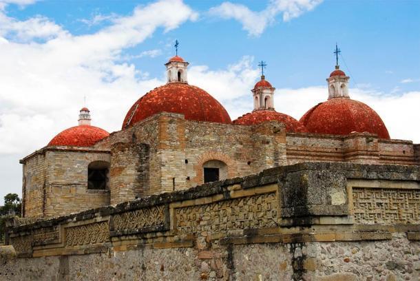La Iglesia de San Pablo se construyó sobre las antiguas ruinas que los españoles destruyeron en Mitla. (Noradoa / Adobe Stock)