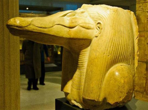 Cabeza del dios cocodrilo del sitio del Laberinto en Hawara. Data del reinado de Amenemhat III. Crédito: Acuerdo Wiki Commons, 2020.