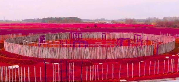 """Esta representación del """"Woodhenge"""" neolítico de Perdigões y su """"cerca"""" de madera puede haber sido muy similar a cómo se veían los bordes exteriores del mega henge de Mount Pleasant. La única diferencia fue que el centro del sitio de Mount Pleasant incluía piedras gigantes y construcciones de madera. (ERA Archueologia)"""