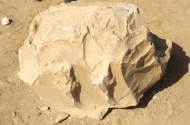 Cocodrilos vistos en un bloque de piedra caliza en el sitio del Laberinto de Hawara que representan el poder del dios Sobek. Crédito: Andrew Collins