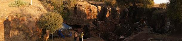 Amanecer en el sitio de campo de Drimolen, Sudáfrica. (Estrecho de David)