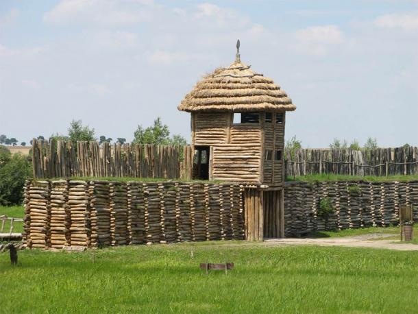 Una reconstrucción del asentamiento fortificado de Biskupin donde se inició el trabajo del metal polaco. (Yo, Ludek / CC BY-SA 3.0)