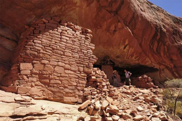 Los arqueólogos polacos exploran el sitio donde se encontró el arte rupestre de los pueblos en el sitio de Mesa Verde en Colorado. (Universidad Jagiellonian)