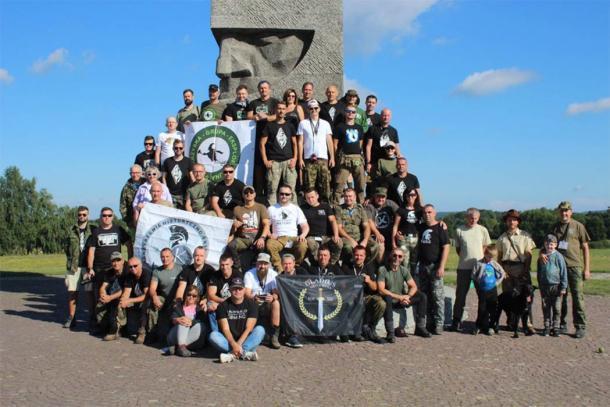 Cada año, el museo dedicado a la Batalla de Grunwald organiza un barrido de detección de metales de investigación masiva del campo de batalla con la ayuda de un gran grupo de voluntarios. Este año fue el séptimo año que llevaron a cabo el evento del campo de batalla. (Muzeum Bitwy pod Grunwaldem)