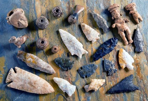 Pedernales de obsidiana y otras cosas hechas por los primeros fabricantes de herramientas que eventualmente resultaron en las primeras formas de comercio. (W.Scott McGill / Adobe Stock)