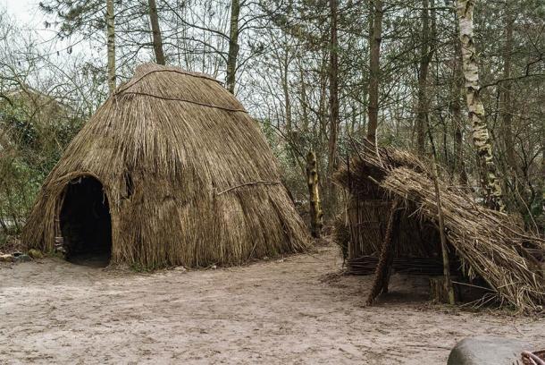 Ilustrativo de camping prehistórico. (Fibs.Z / Adobe Stock)