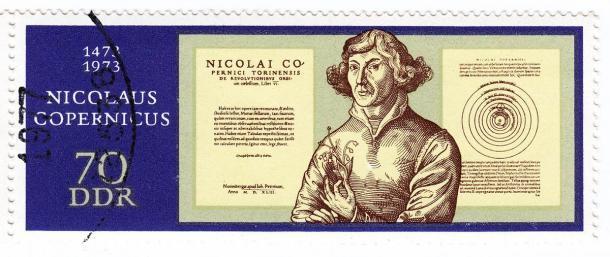 Sello de Nicolás Copérnico emitido en 1973 d.C., por Alemania del Este o el DDR, que muestra claramente que este científico fue un héroe y no solo en Polonia. (konstantant / Adobe Stock)