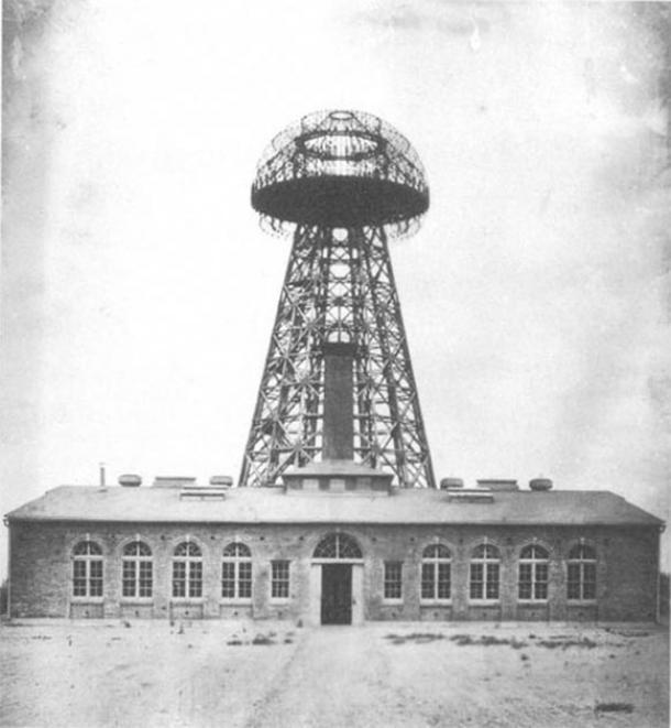 Estación inalámbrica Wardenclyffe de Nikola Tesla, ubicada en Shoreham, Nueva York, vista en 1904. (Desconocido / Dominio público)