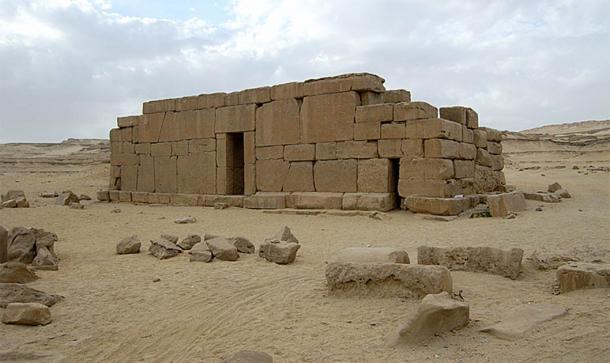 El templo de Qasr el-Sagha probablemente se construyó durante los reinados de Amenemhat IV o de la primera faraona de Egipto, Sobekneferu, en honor al dios cocodrilo Sobek. (Roland Unger / CC BY SA 3.0)