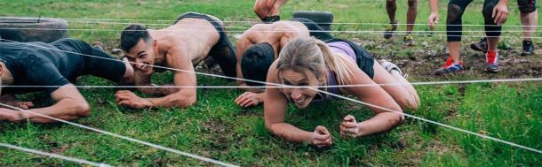 Incluso en los tiempos modernos, las mujeres pueden competir con los hombres en destreza y fuerza atléticas. (David Pereiras / Adobe Stock)