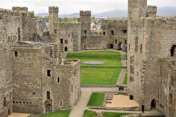 En el interior del castillo de Caernarfon. (Oleksandr Umanskyi / Adobe Stock)