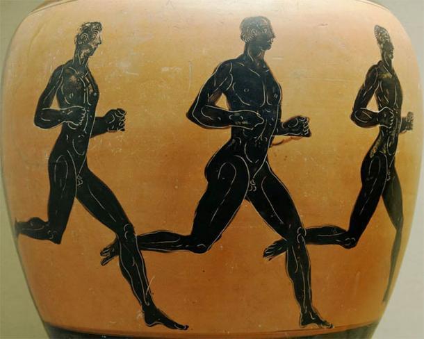 Tres antiguos corredores griegos en un ánfora de los premios Panatenaicos en el Museo Británico. Se dice que los atletas olímpicos han competido desnudos como un símbolo de lo griego, probablemente desde la decimoquinta olimpiada en adelante. (Museo Británico / CC BY 2.5)