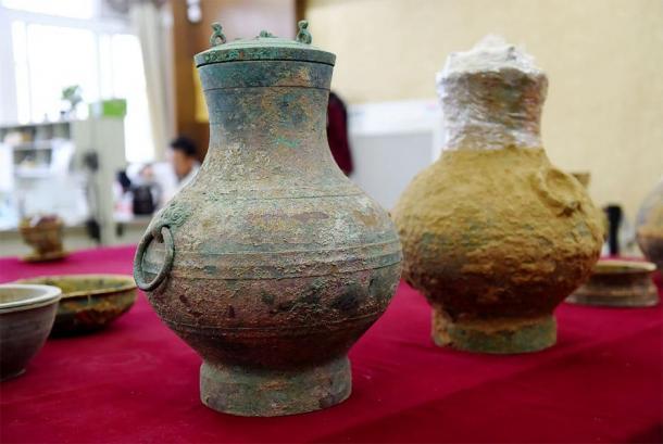 Un par de ollas de bronce, uno que contiene el primer ejemplo real de un antiguo elixir de vida chino, fueron desenterrados de una tumba de la dinastía Han occidental en Luoyang, provincia de Henan. (VCG)