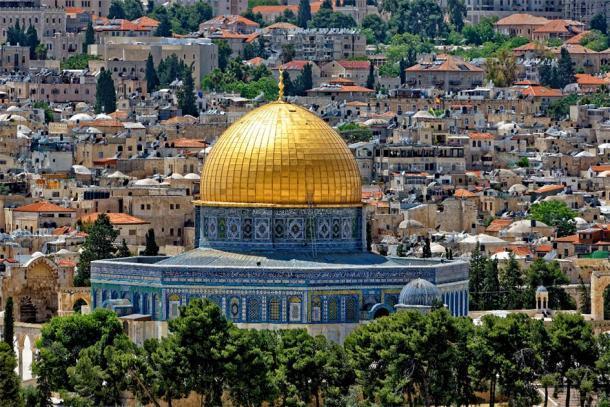 La Cúpula de la Roca, quizás el santuario musulmán más reconocible del mundo debido a su cubierta de oro puro. (Bernhard / Adobe Stock) Actualmente se encuentra donde una vez estuvieron los antiguos templos judíos.