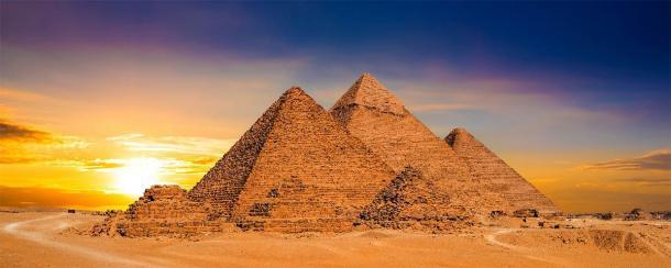 Las Grandes Pirámides de Giza, Egipto, se diseñaron utilizando constantes matemáticas específicas que se relacionan estrechamente con el Triángulo de Pascal. (John Smith / Adobe Stock)