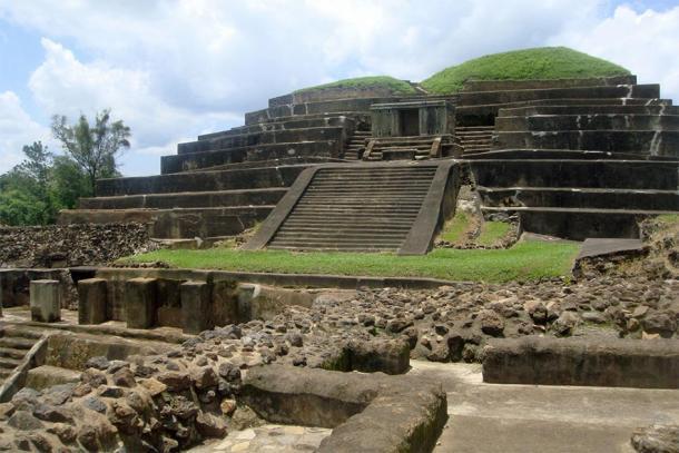 La pirámide principal de Tazumal mejor conservada (vista desde el oeste) ubicada en las selvas de Chalchuapa, El Salvador (Mariordo (Mario Roberto Durán Ortiz) / CC BY-SA 3.0)