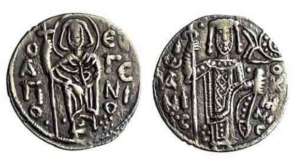 Trebisonda comenzó a acuñar sus propias monedas a finales del siglo XI, a pesar de que, en teoría, todavía formaba parte del Imperio Bizantino. Aquí, un asper plateado de Juan I Comnenos, emperador de Trebisonda (1235-1238) (Colección Trapezuntina del barbero / Instituto Barbero)