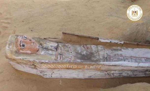 Uno de los ataúdes decorados encontrados en el complejo funerario de Saqqara. Crédito: Ministerio de Turismo y Antigüedades