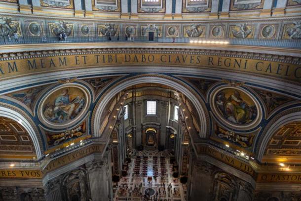 Inscripción en la circunferencia interior de la cúpula. Crédito: Ioannis Syrigos.