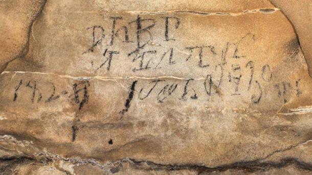"""Inscripciones cherokees: este silabario se tradujo como """"líderes del equipo de stickball el día 30 de su mes de abril de 1828"""". Fuente: A. Cressler / Uso Justo."""