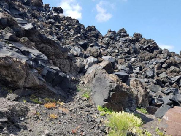 Isla volcánica en la caldera de Santorini. (Copyright Karen Mutton / Autor suministrado)