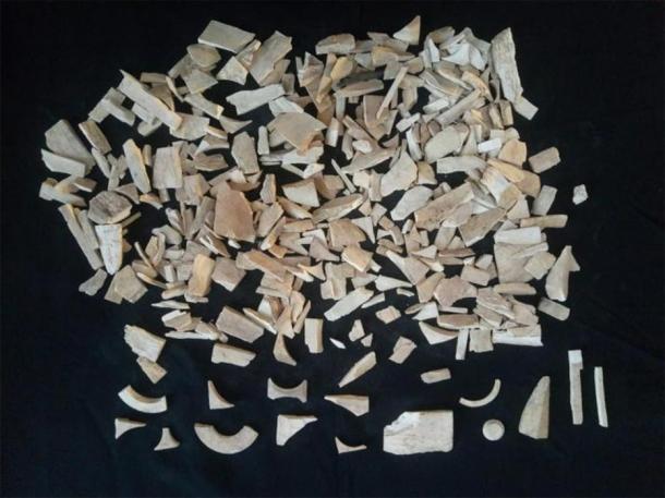 Algunos de los 40 kilogramos de desechos de marfil encontrados en el sitio de Bhanbhore. (Muhammad Qaseem Saeed / Departamento Cultural Sindh)