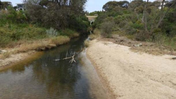 Jason Brailey y su familia encontraron el boomerang Boon Wurrung mientras pescaban en Victoria, Australia. (Noticias NITV)
