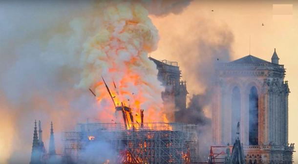 Jean-Marc Fournier, capellán de los bomberos de París, temía que las reliquias se perdieran en el incendio. (Captura de pantalla de YouTube)