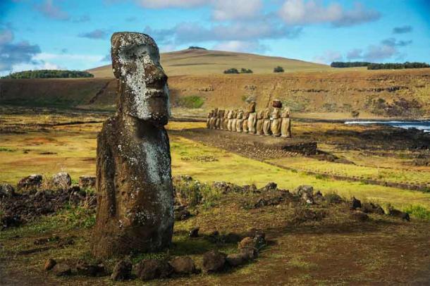 Estatuas de Moai en el Parque Nacional Rapa Nui (Isla de Pascua). (Pedro / Adobe Stock)