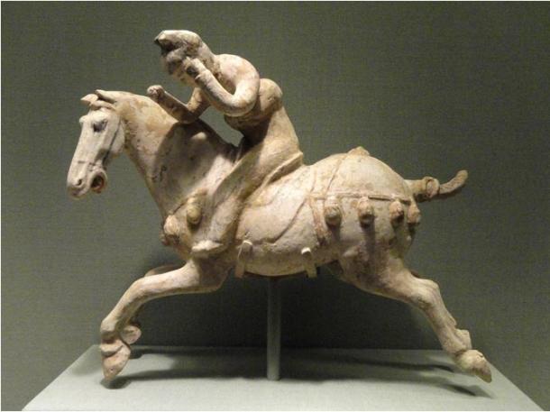 Estatuilla china de jugador de polo, siglo VII a. C.