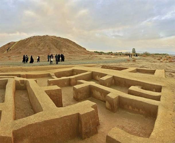 El sitio de Konar Sandal cerca de Jiroft en Irán ha revelado los restos de una cultura antigua que, según algunos expertos, es la verdadera cuna de la civilización. (Descubre Kerman)