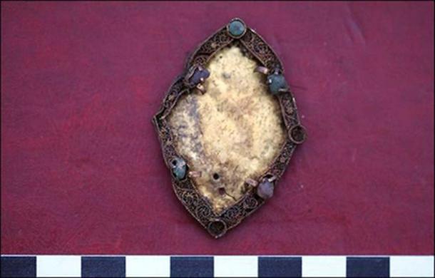 La antigua mujer fue enterrada con una falda de seda con una comida fúnebre. (Marina Kilunovskaya)