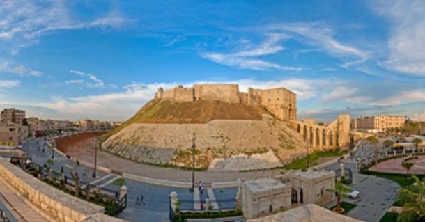 La Ciudadela de Alepo (saxlerb/ Adobe Stock)