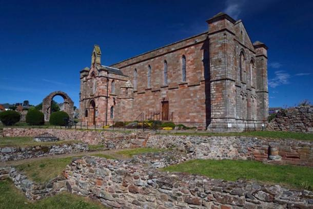 La excavación del monasterio de Aebbe se concentró en el terreno alrededor del Priorato de Coldingham en las Fronteras. (Maiya Pina-Dacier / DIGVENTURES / AERIAL-CAM)